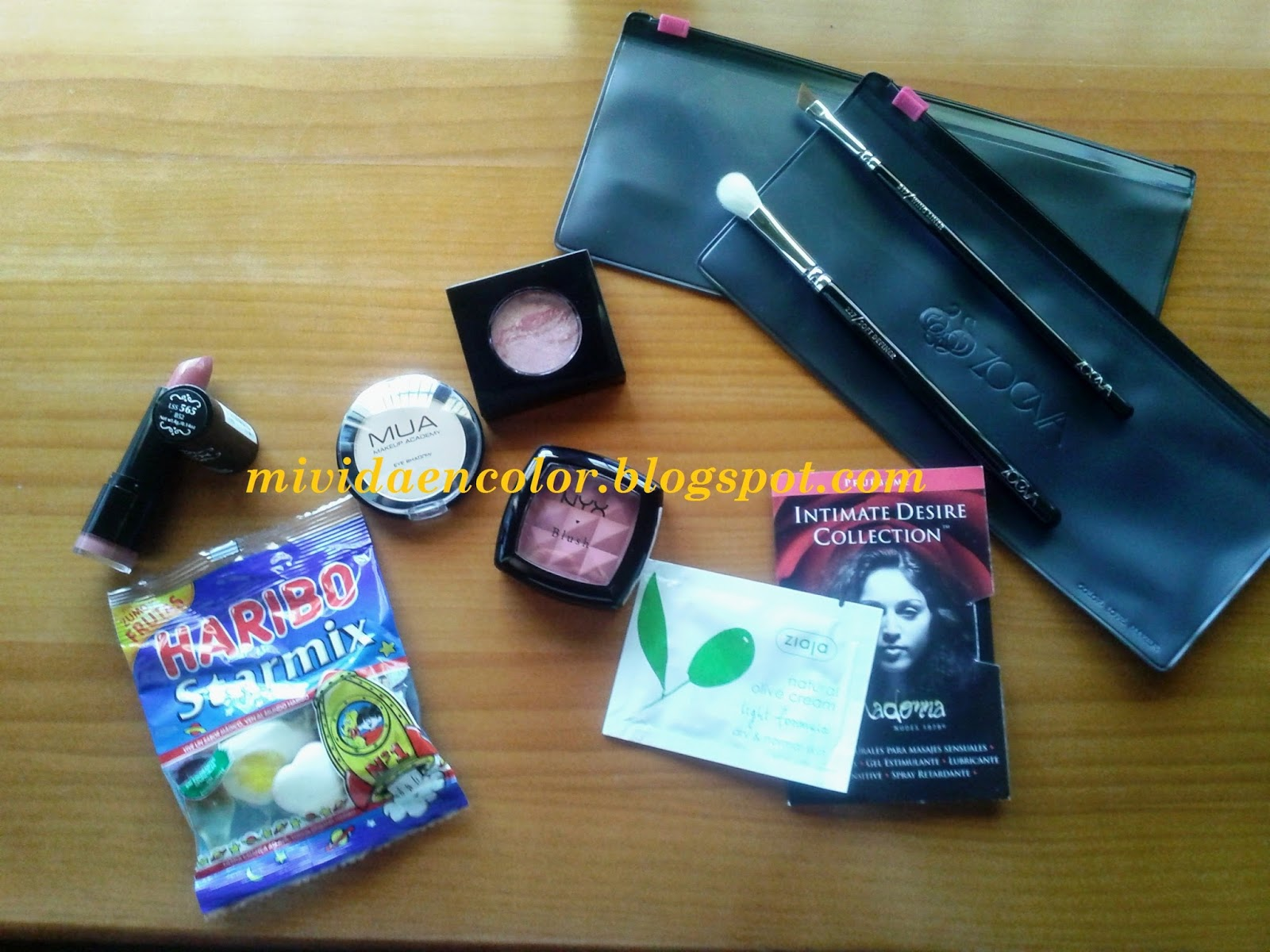Haul-review-swatch-blog-belleza-maquillaje-cosmética-mi-vida-en-color-haul-maquillalia-pintalabios-labial-B52nyx-barra-rednda-sombra-mate-17-MUA-colorete-blush-nyx-Amber-colorte-fashionista-new york-brochas-pincles-zoeva-227-pincel-difuminar-clon-217-MAC-pincel-brocha-317-zoeva-clon 266-MAC