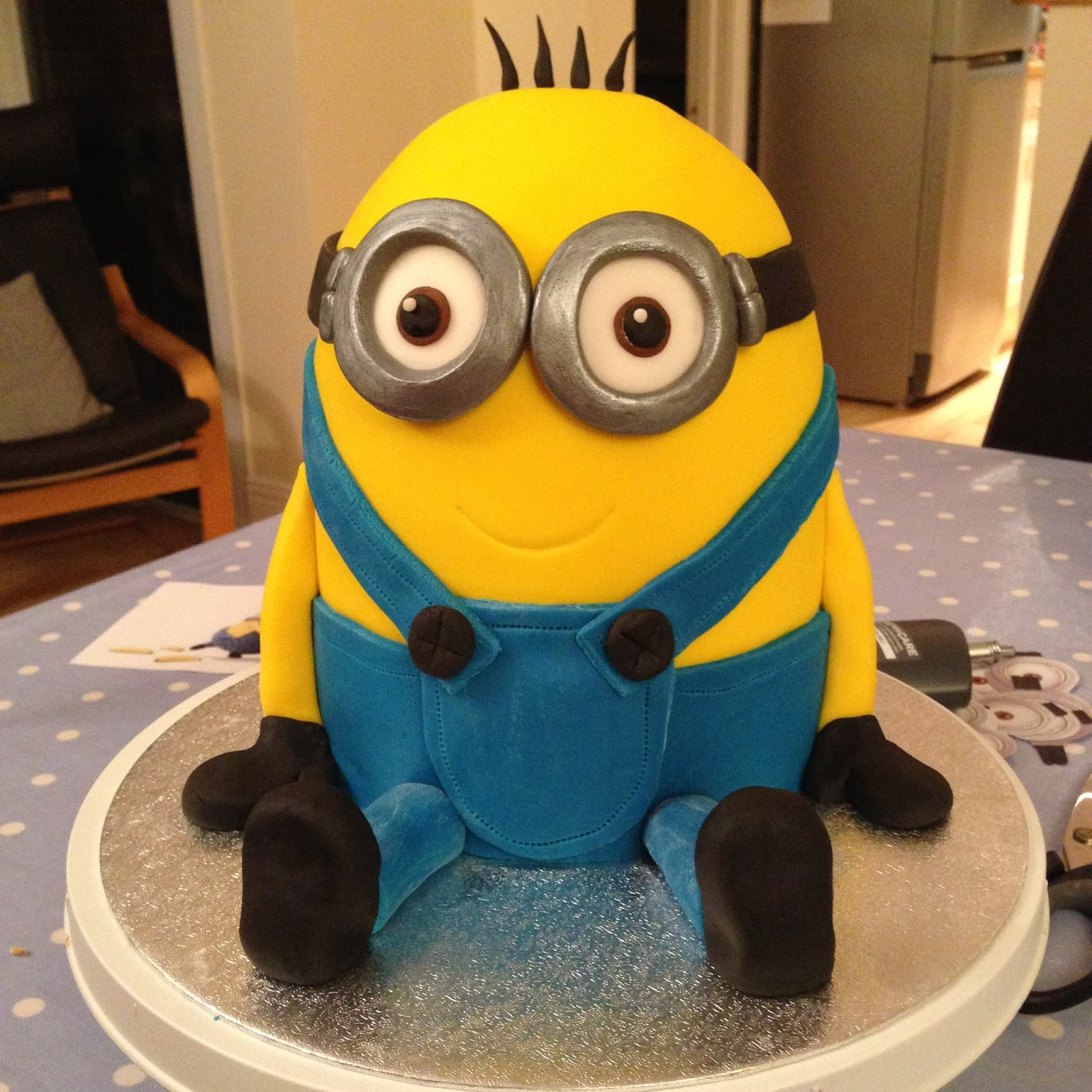 Sugar rushed minion cake tutorial baditri Image collections