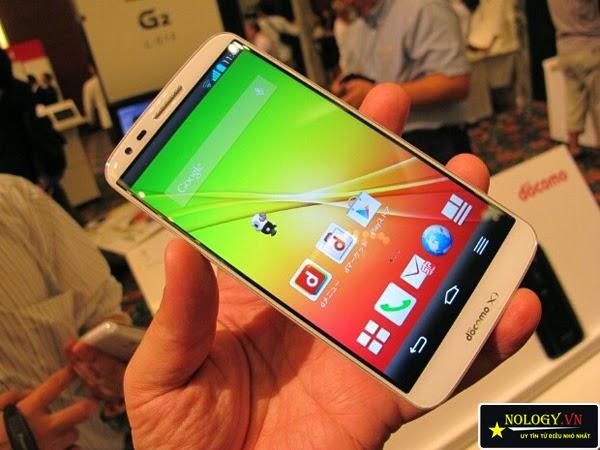 2 chiếc smartphone Sky A870 và LG G2 Docomo.