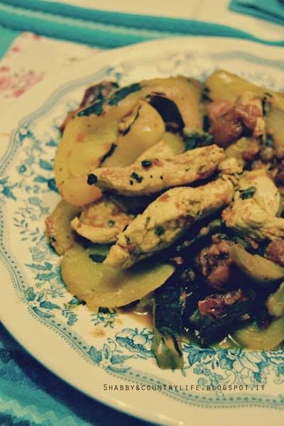 Pollo al curry pomodori secchi e peperoni { Summer Days } - shabby&countrylife.blogspot.it