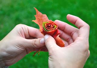 DIY como hacer un bouquet de rosas con hojas leaves 8