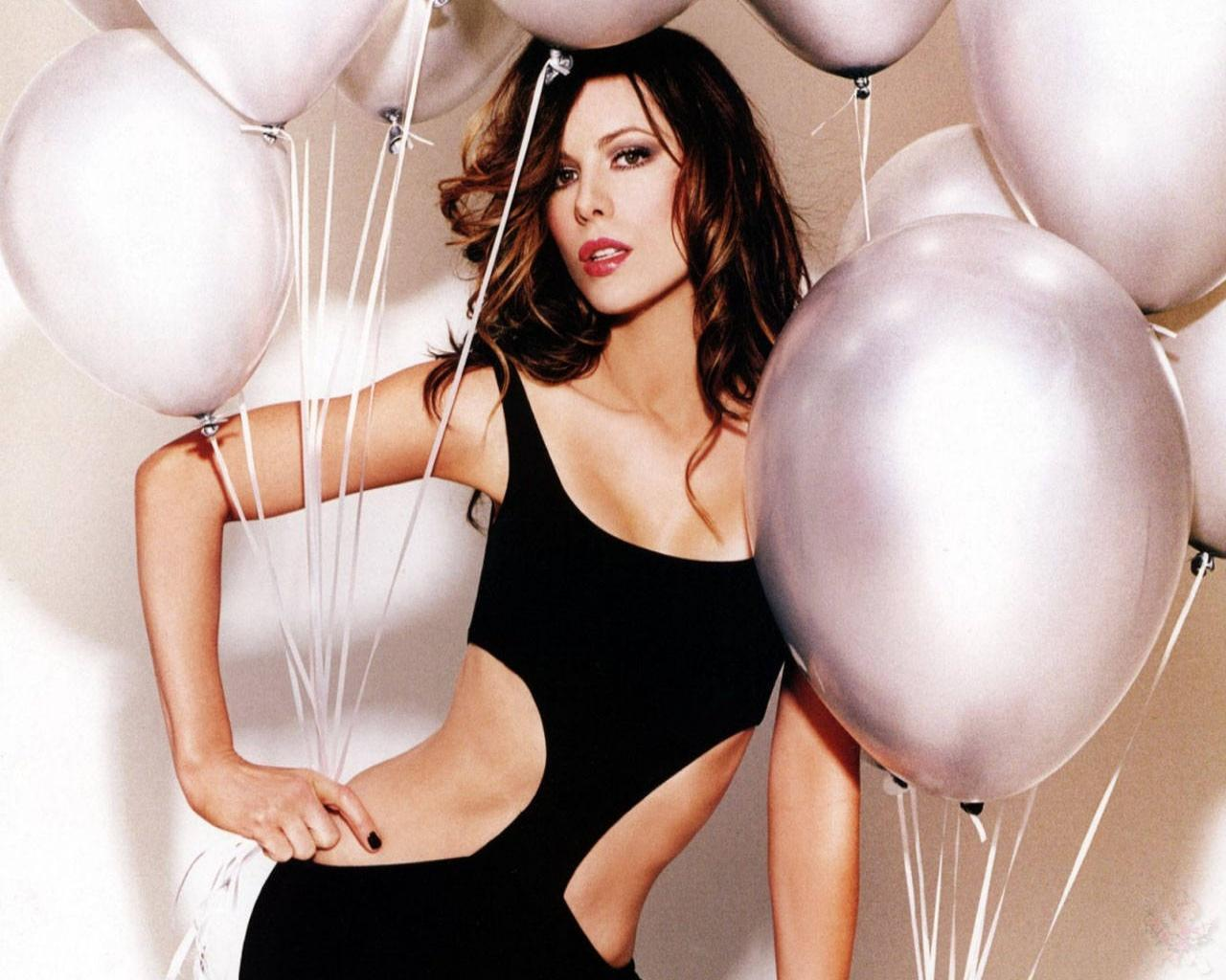 http://1.bp.blogspot.com/-TDzka4QmQzo/Tycw4-KhPqI/AAAAAAAAIdQ/uNoKBjv6Y7E/s1600/actress_kat_beckinsale_hot_wallpaper_06.jpg