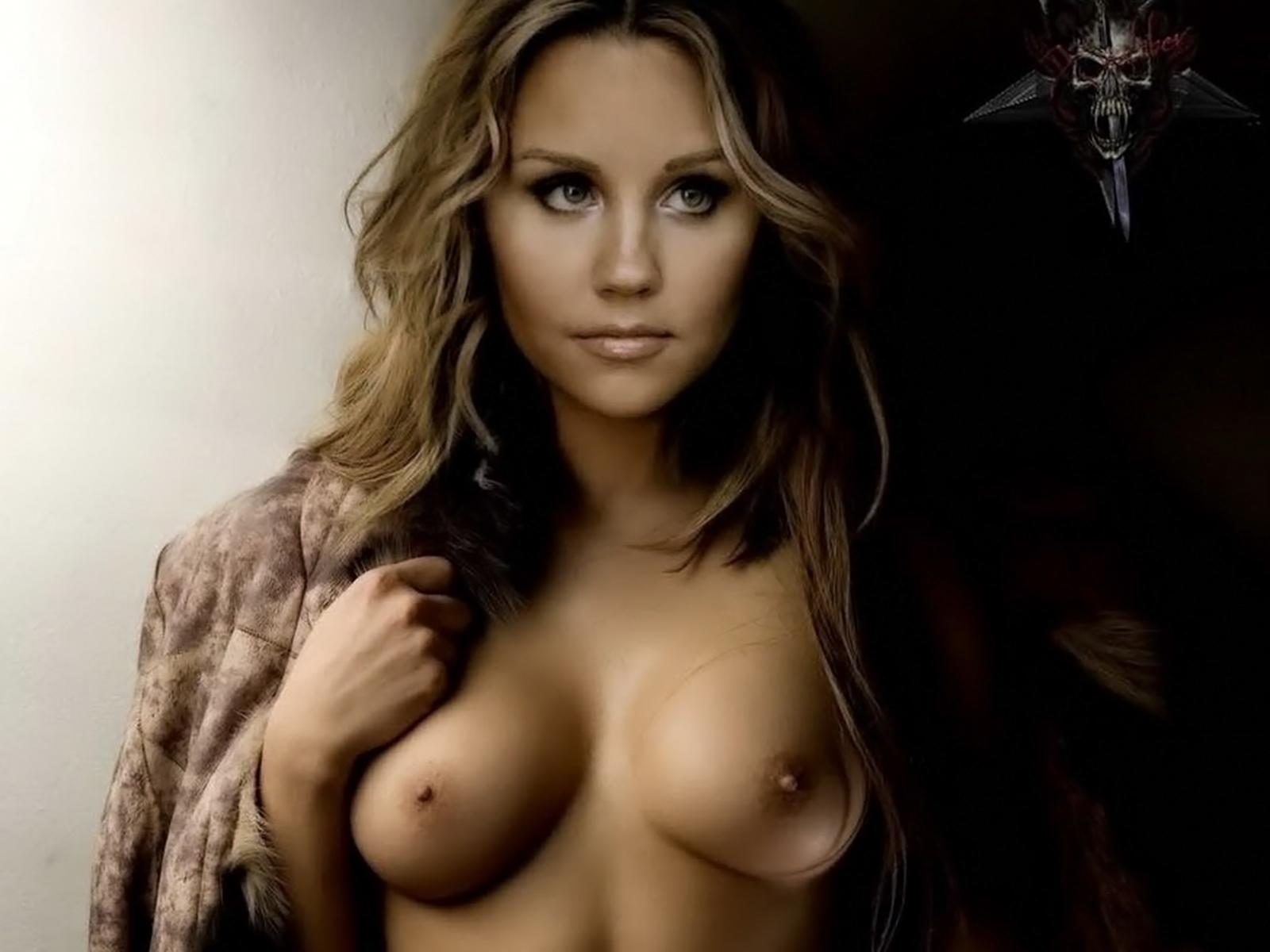amanda bynes nude hot topless