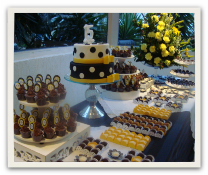 decoracao de aniversario azul e amarelo : decoracao de aniversario azul e amarelo:Ateliê Bia Loureiro: Festa 15 anos- Branco, Peto e Amarelo