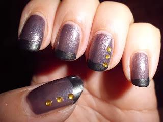 manicura francesa negra con piedras