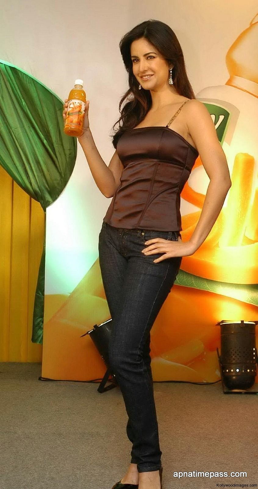 KATRINA KAIF HOT IN JEANS - SEXY CELEBERTIES