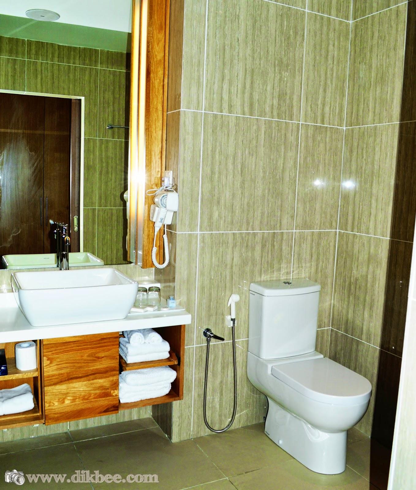 Bilik Air Dalam Bilik Hotel Casuarina @ Meru