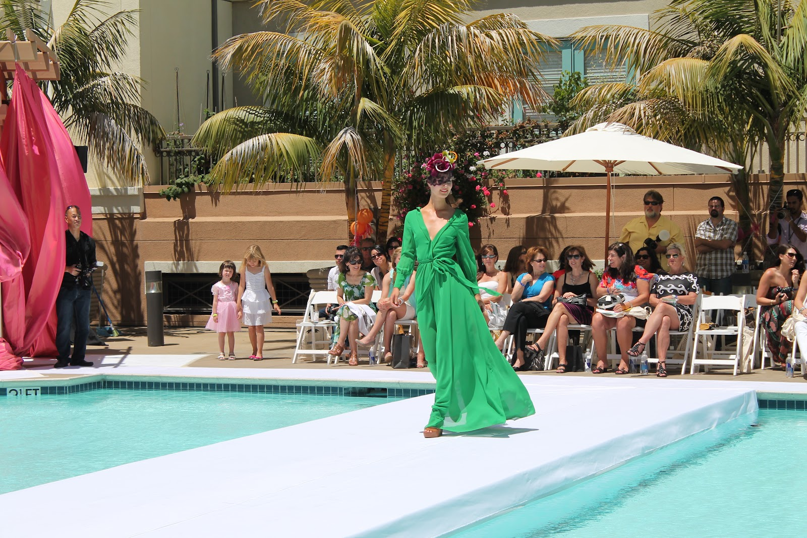Sun champagne scantily clad models at santana row 39 s for Pool fashion show