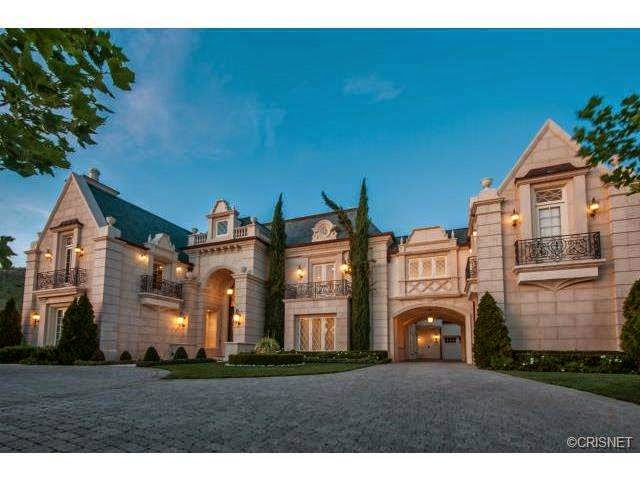 Tricked out mansions showcasing luxury houses insane for Million dollar luxury homes
