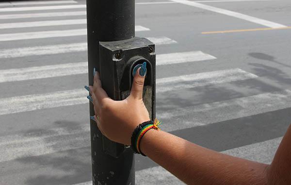 Semáforos com botoeira para pedestres