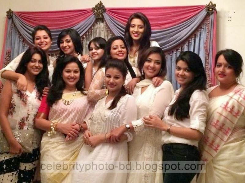 Most+Popular+Female+Bangladeshi+News+Presenter+Farhana+Nisho's+New+Hot+Photos+Collection009
