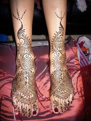 http://1.bp.blogspot.com/-TFyQ_WlEfEE/TuO3yQTHxvI/AAAAAAAAAuo/QQuzYjBnXRU/s1600/mehndi+design+for+foot1.jpg