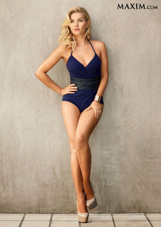 Elisha Cuthbert showing her sexy legs