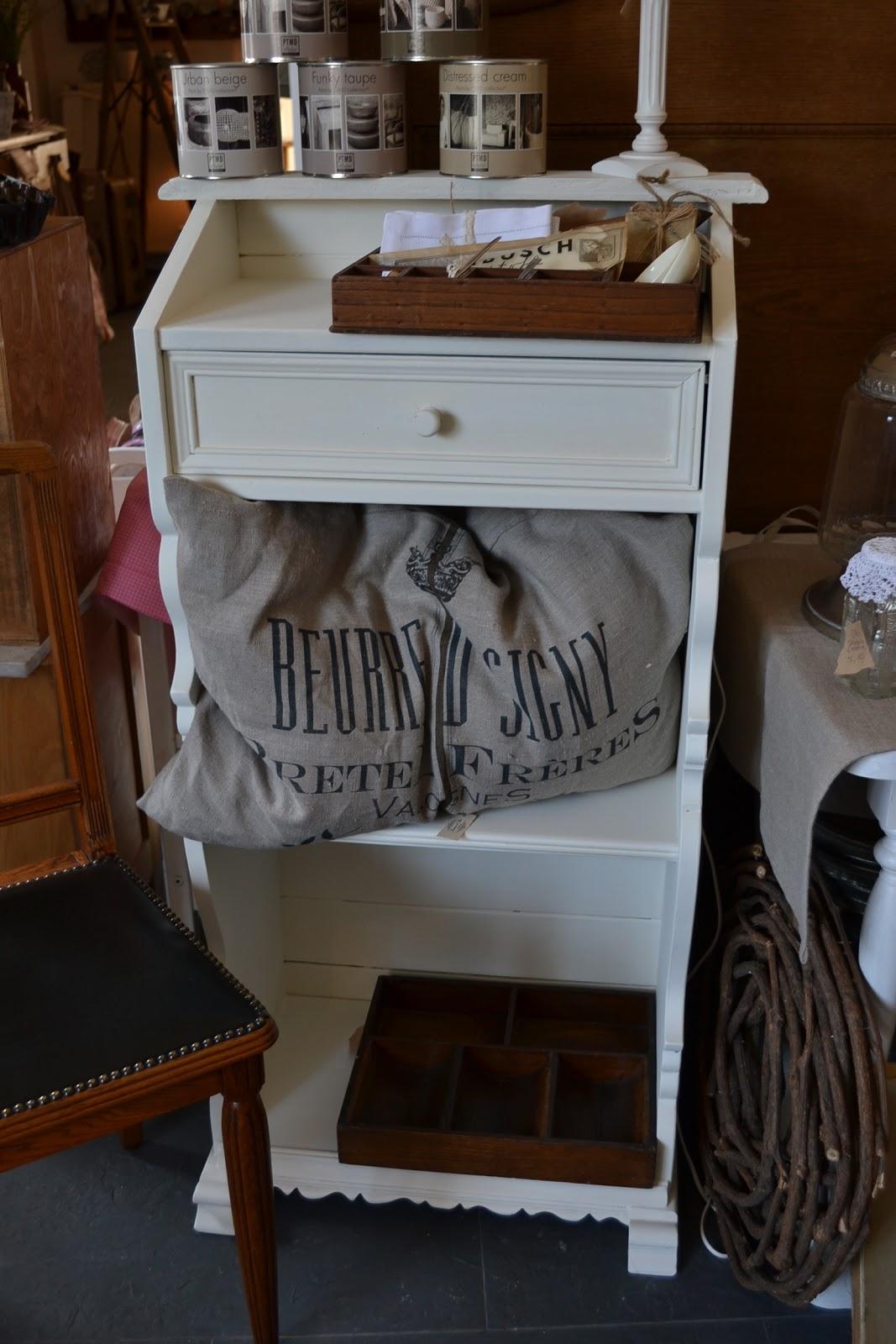 nostalgie im landhaus bilder aus dem laden und dem lager. Black Bedroom Furniture Sets. Home Design Ideas
