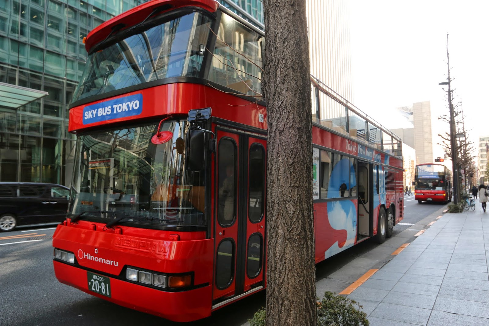Feeling exhausted from a long walk, you can take a relaxing round tour on Sky Bus Tokyo for the city view which departs at Mitsubishi Building in Marunouchi near Tokyo Station
