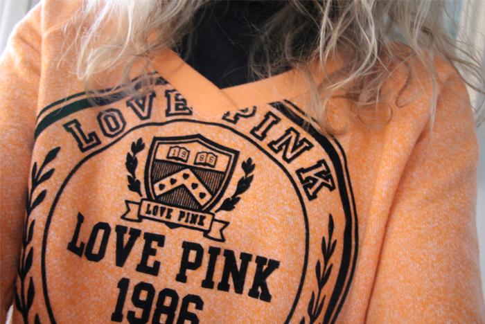April Fashionreports | freakdelafashion | shoot | fashion | blogger | women | sweater | victoria's secret | pink |  victoria's secret