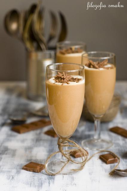Deser z czekolady mlecznej