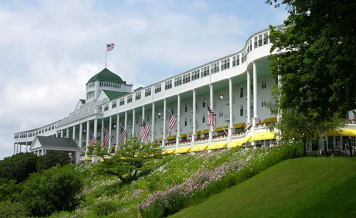 When Does Mackinac Island Close