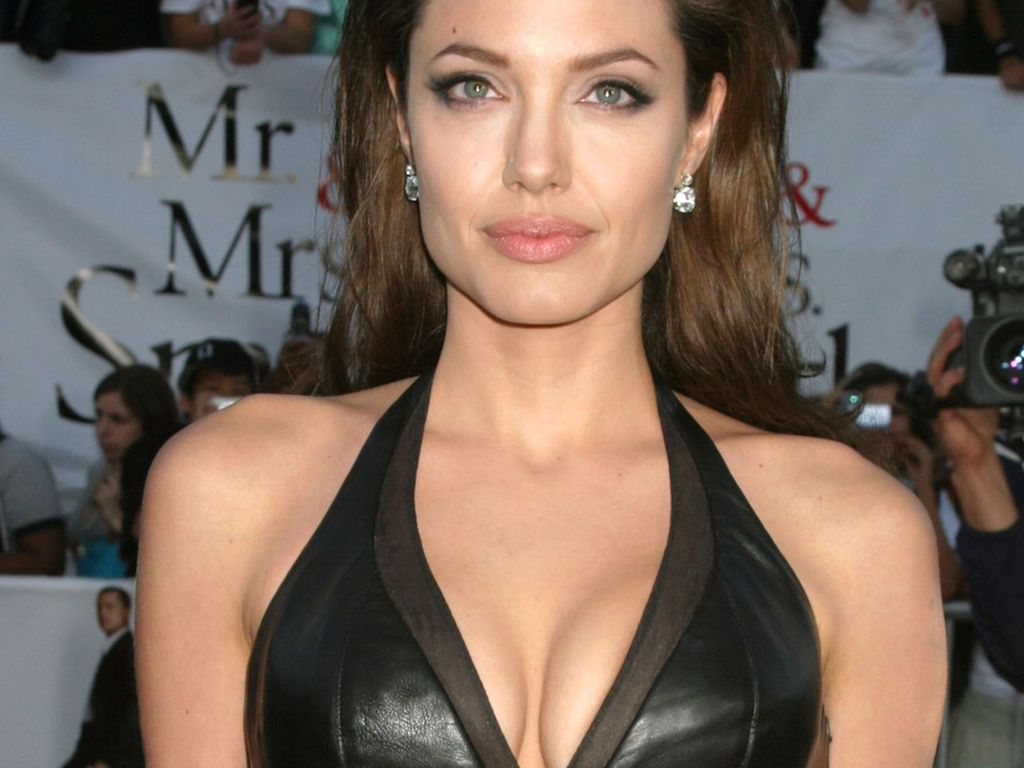angelina jolie hot | hottest celebrity