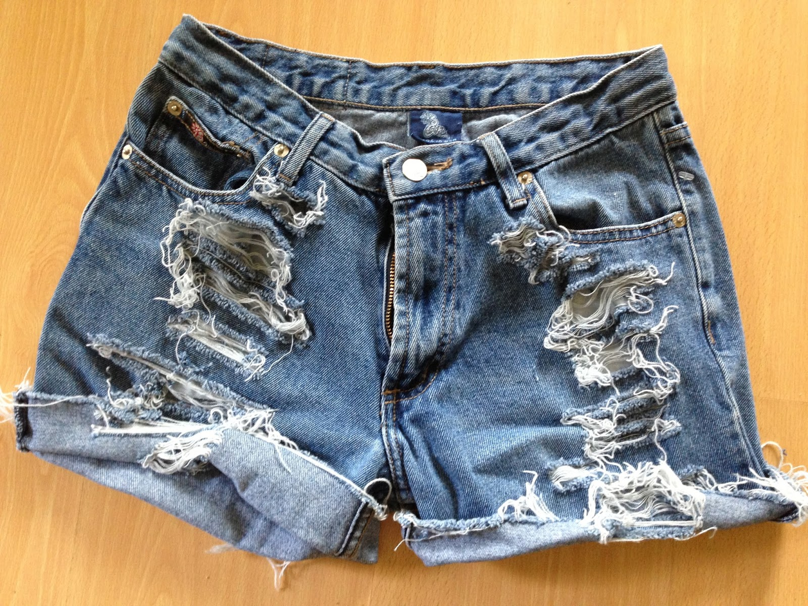 Prudence and Austere: DIY Distressed Denim Shorts