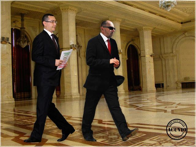 Kelemen Hunor Victor Ponta funny photo Protocol