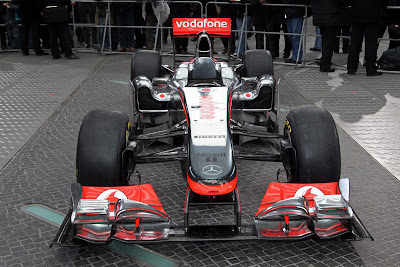 mclaren-mp4-26-f1-2011-Front-Angel