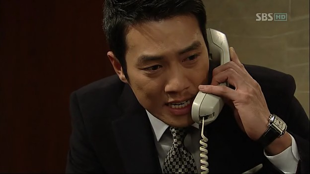 "Apa ayahku benar-benar membunuh Oh Byeong Tak?!"" seru Min Woo di"