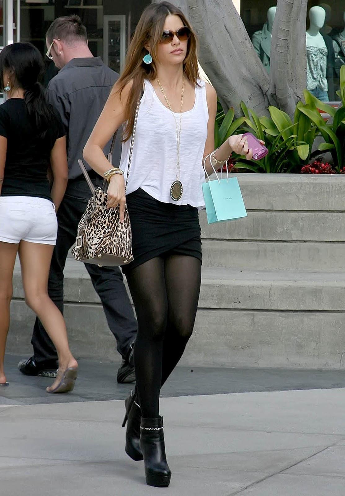 http://1.bp.blogspot.com/-TIHVLX355ts/UAmJNnb1KmI/AAAAAAAAIvI/tRXNGXldmtg/s1600/sofia_vergara_legs_skirt.jpg