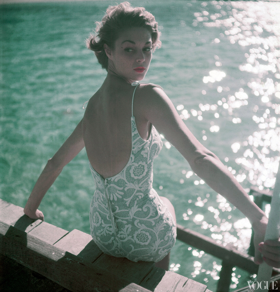 http://1.bp.blogspot.com/-TIRbvZGFMHc/UAChL_miDxI/AAAAAAAANbU/aAQcVVEnezc/s1600/bathing-suits-in-vogue-1950-11-15-coffin_114244802345.jpg