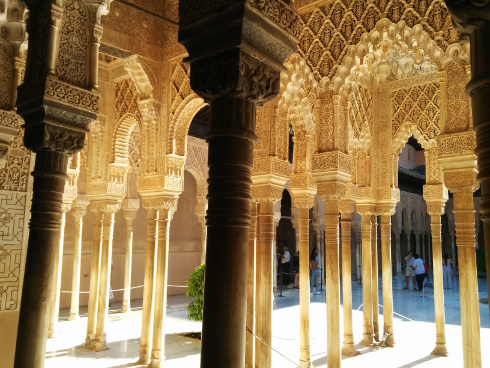 Columnas del Patio de los Leones de la Alahambra de Grandada
