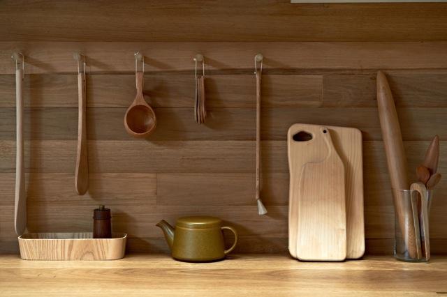 Una cocina con suelos techos y paredes de madera blog - Suelo madera cocina ...