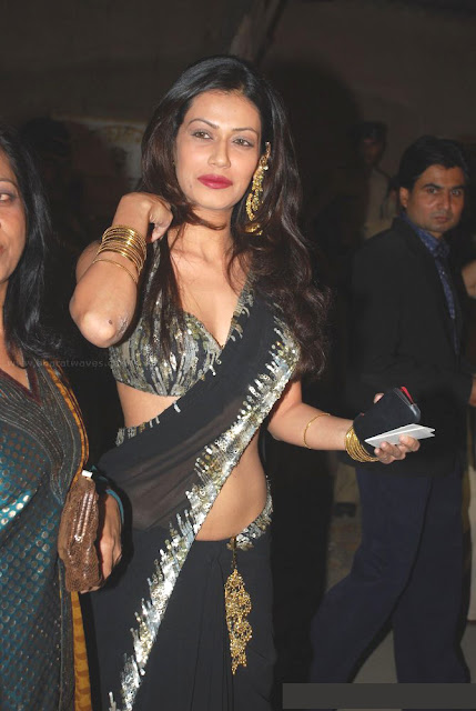 Real life Indian housewife in saree below navel