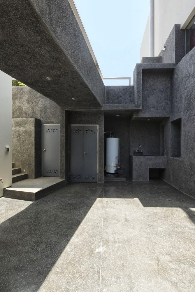 Black concrete in Extreme modern house by Longhi Architects