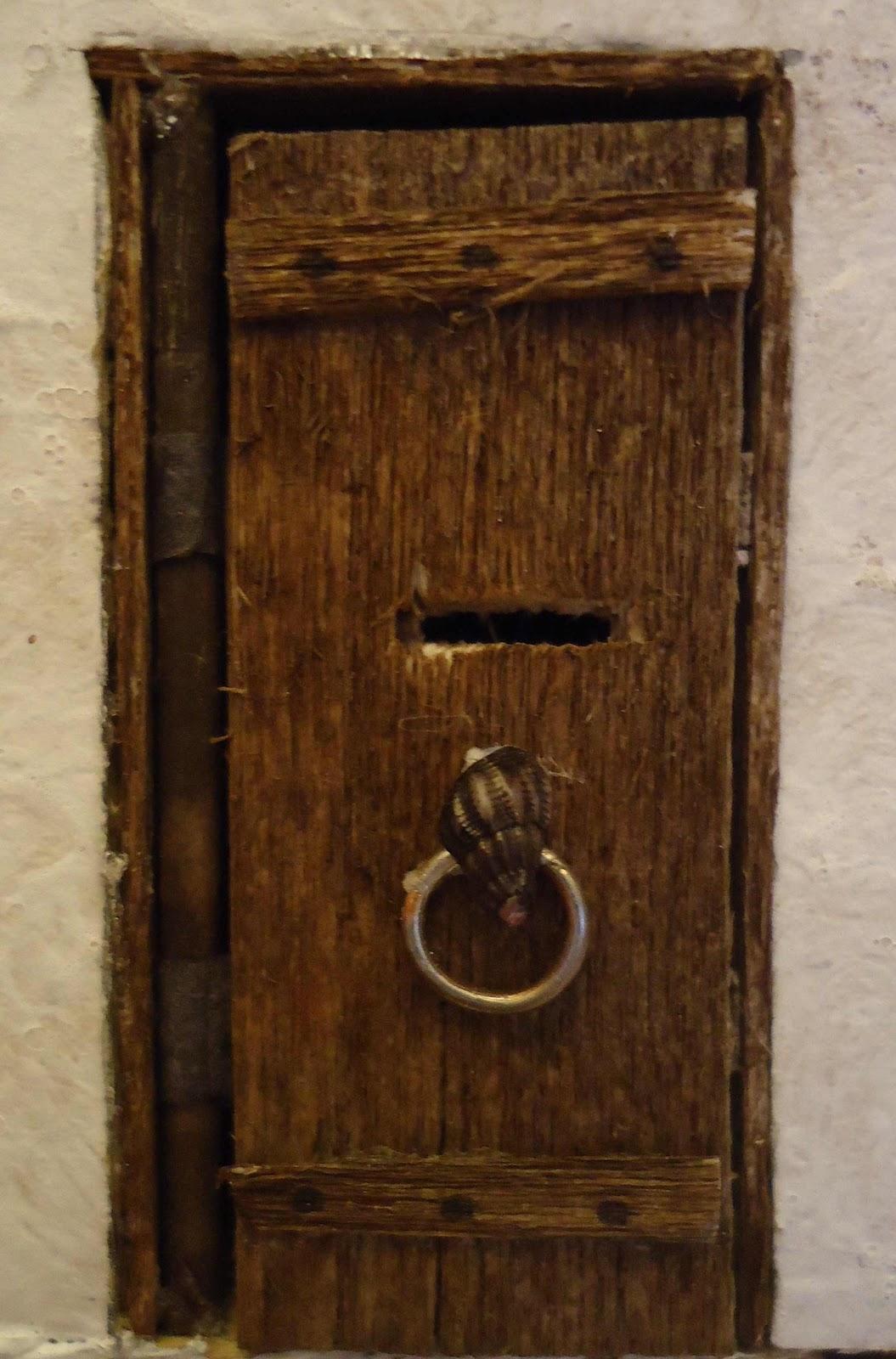 Maisons miniatures et autres bidouillages for Porte qui s ouvre vers l exterieur