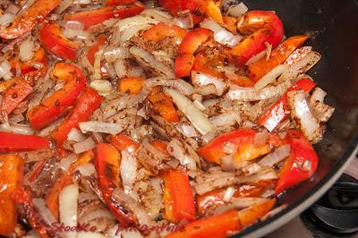 Papryka z cebulą i cynamonem
