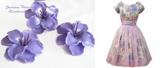Лилави цветя в комбинация с рокля