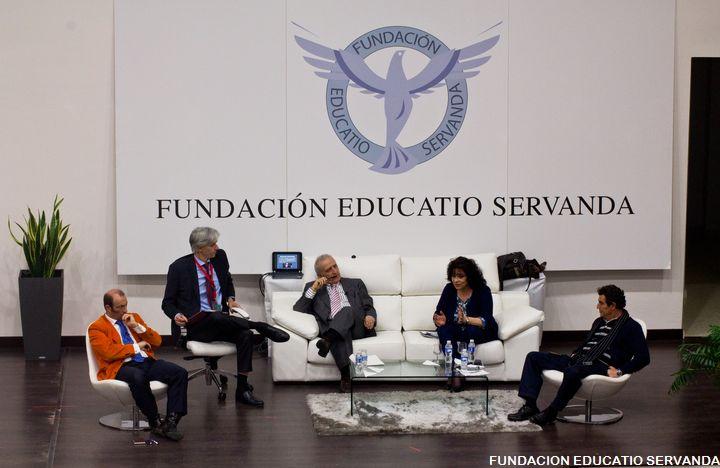 Santiago Velo de Antelo modera mesa redonda sobre educación