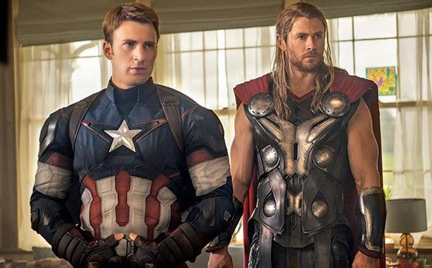 Chris Hemsworth y Chris Evan como Thor y Capitán América en  Los Vengadores: La era de Ultron