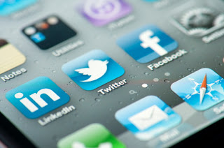 conserve phone battery when using Facebook and Twitter Apps