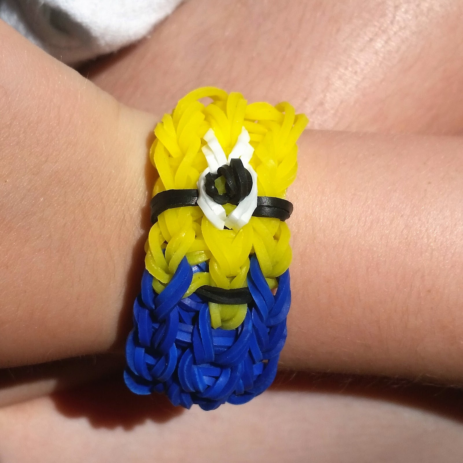 Minion loom band bracelet