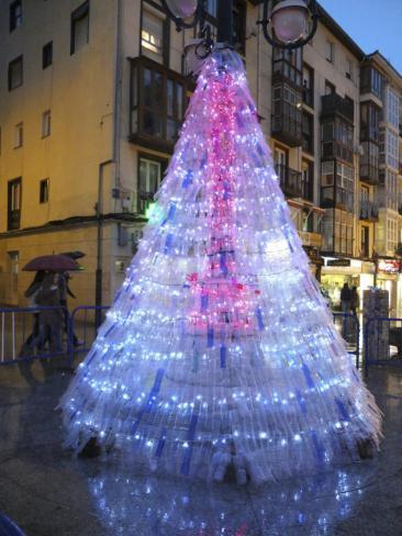 en estos enlaces podis ver rboles de navidad realizados con diferentes materiales reciclados rboles de navidad con material reciclado i