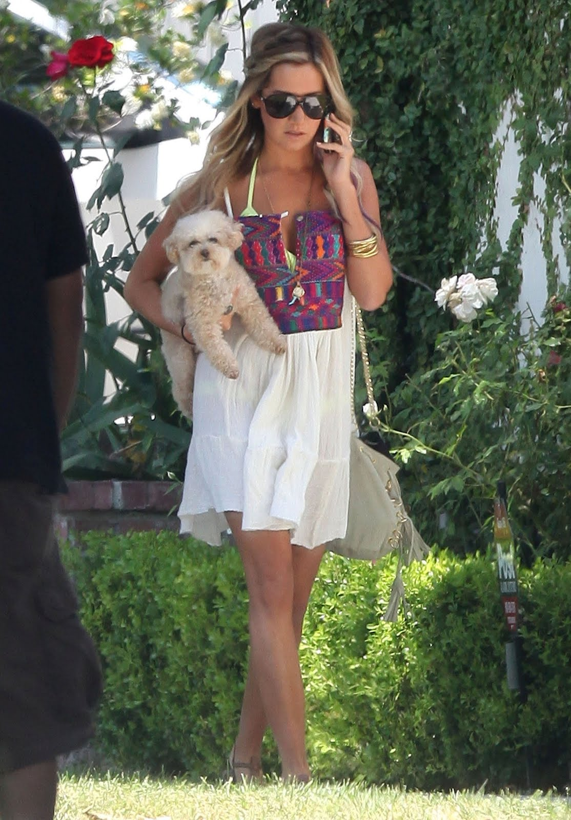 http://1.bp.blogspot.com/-TLKCK0PTbZE/UAWSU8UKkeI/AAAAAAAAAHY/TPLBmQkLPTc/s1600/Ashley-Tisdale-9.jpg