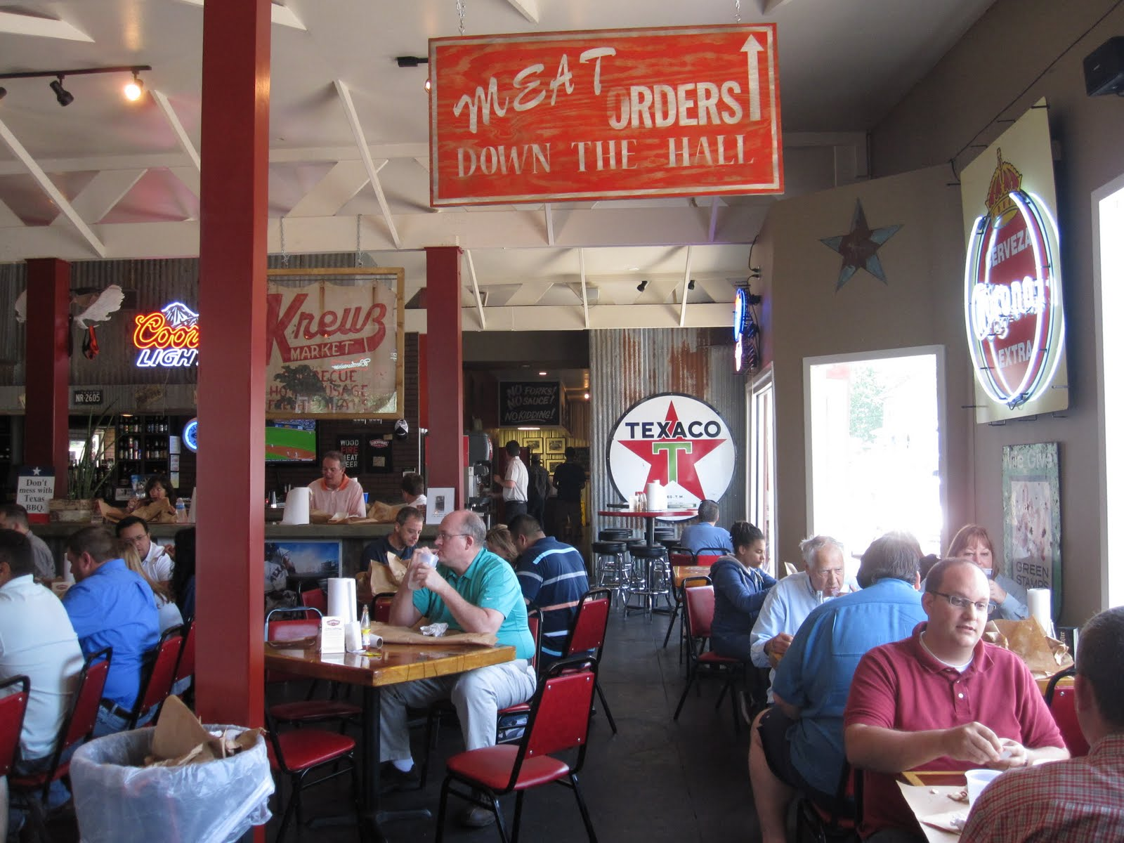 man up tales of texas bbq first visit to lockhart smokehouse