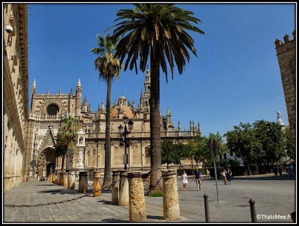 Séville place de la Cathédrale et Giralda Andalousie