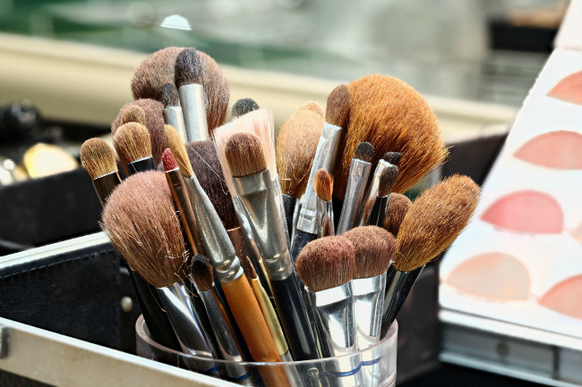 HauteLook with Morphe Makeup Brushes and makeup sets up to 70% Off, By Barbies Beauty Bits