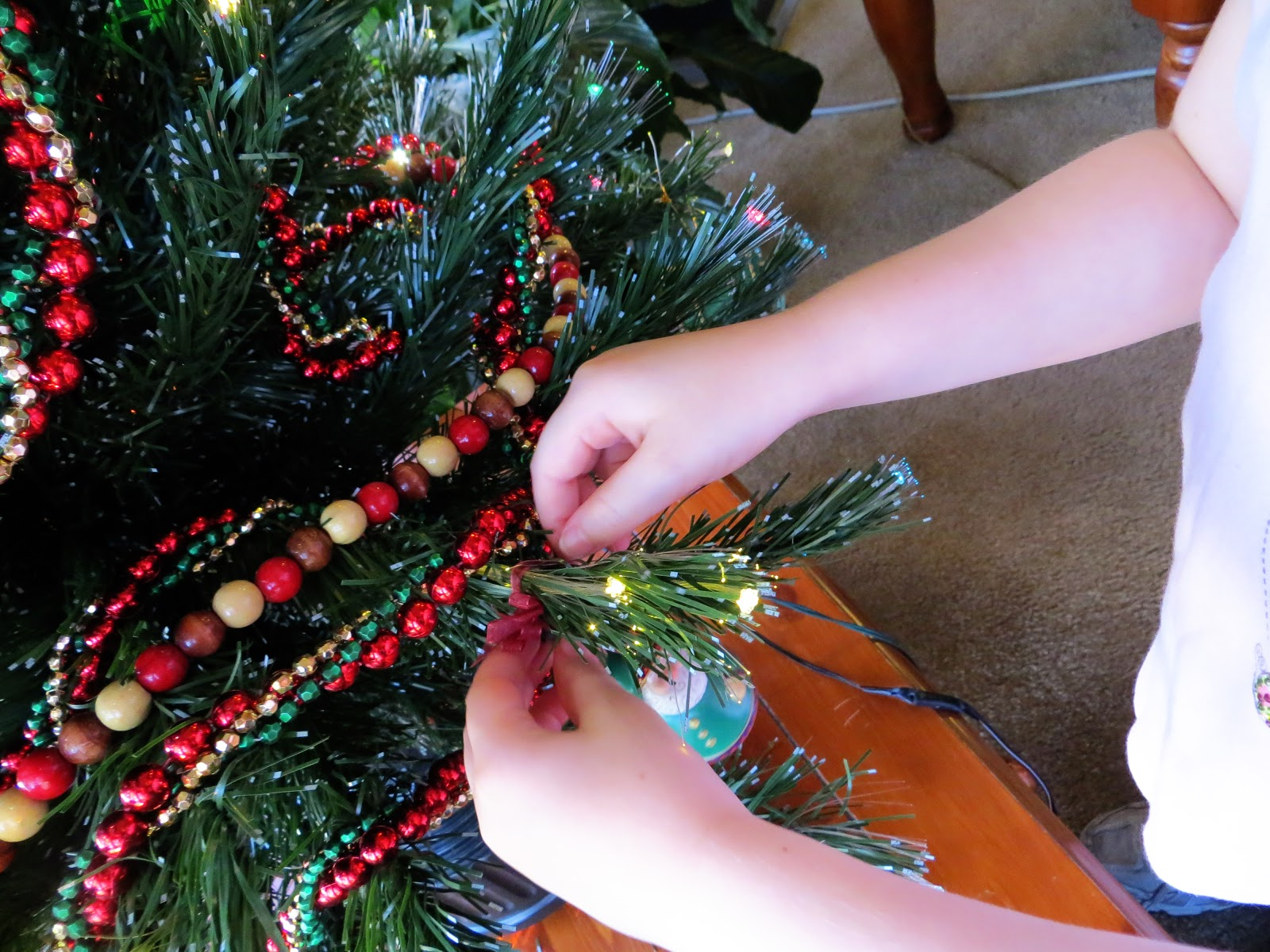 christmas tree decorating - Sams Christmas Decorations