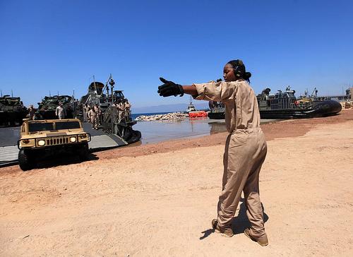 la-proxima-guerra-tropas-soldados-estados-unidos-desembarcando-puerto-aqaba-jordania