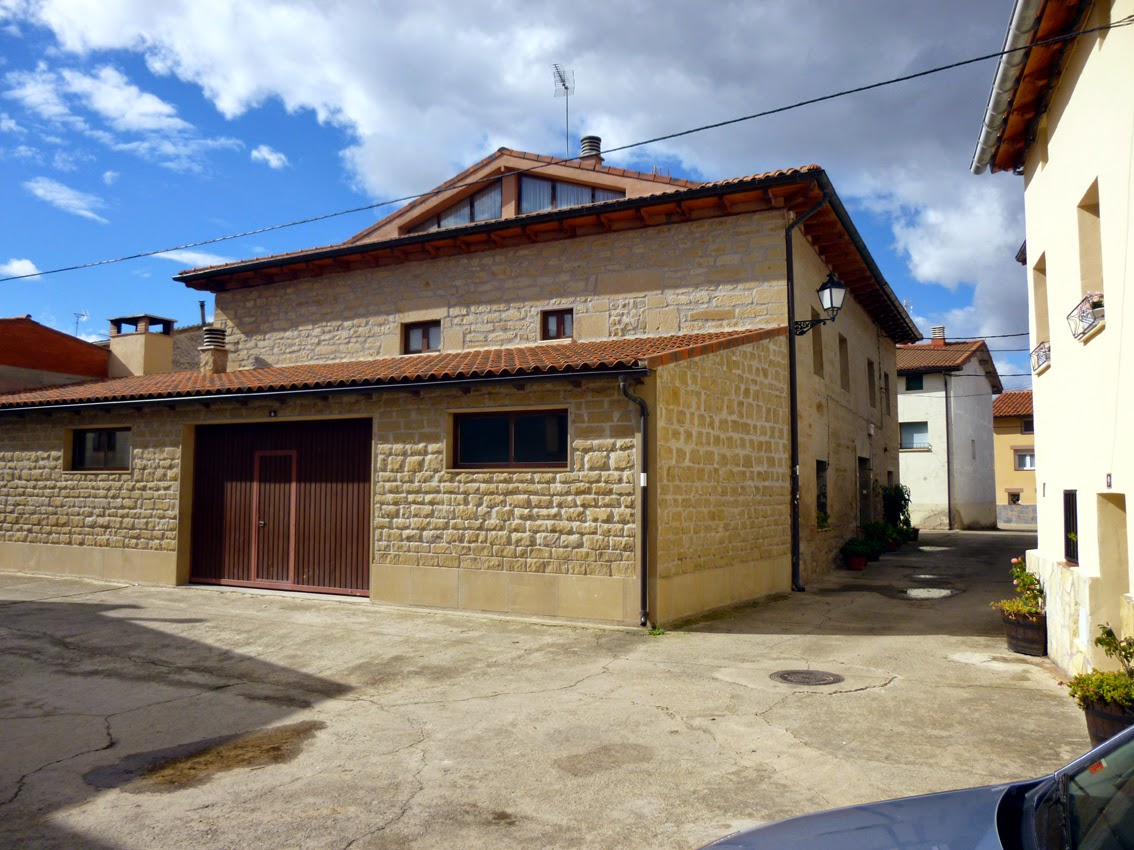 Casas solariegas en la rioja 254 tormantos iii calle for Hechuras de casas