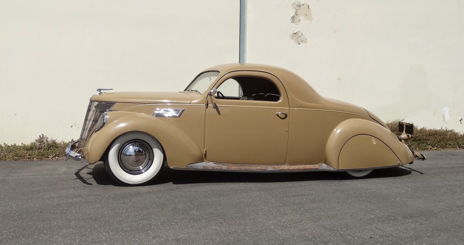Nostalgia on wheels 2015 santa maria nationals 1937 for 1936 lincoln zephyr three window coupe