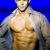 Cantor norte-americano, Sean Ensign faz sucesso na internet com músicas dançantes e clipes bem gays